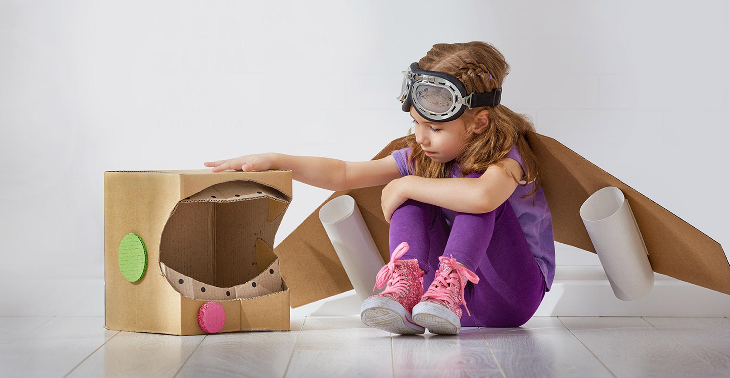 Devojcica sa kutijom